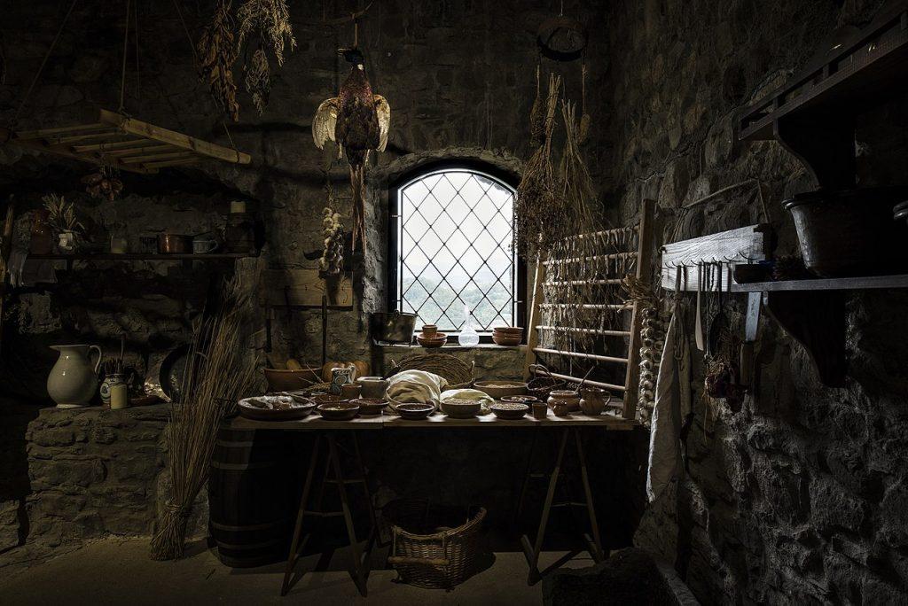 1280px-Fortezza_Verrucole_Archeopark_interno